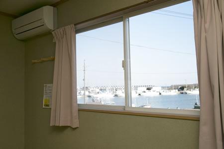 客室から見た漁港